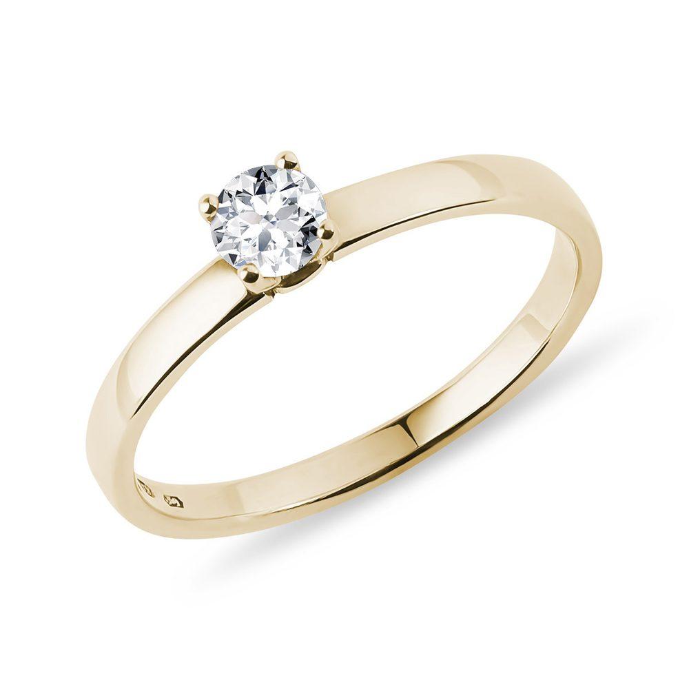 Zásnubní prsten ze žlutého zlata zdobený briliantem KLENOTA