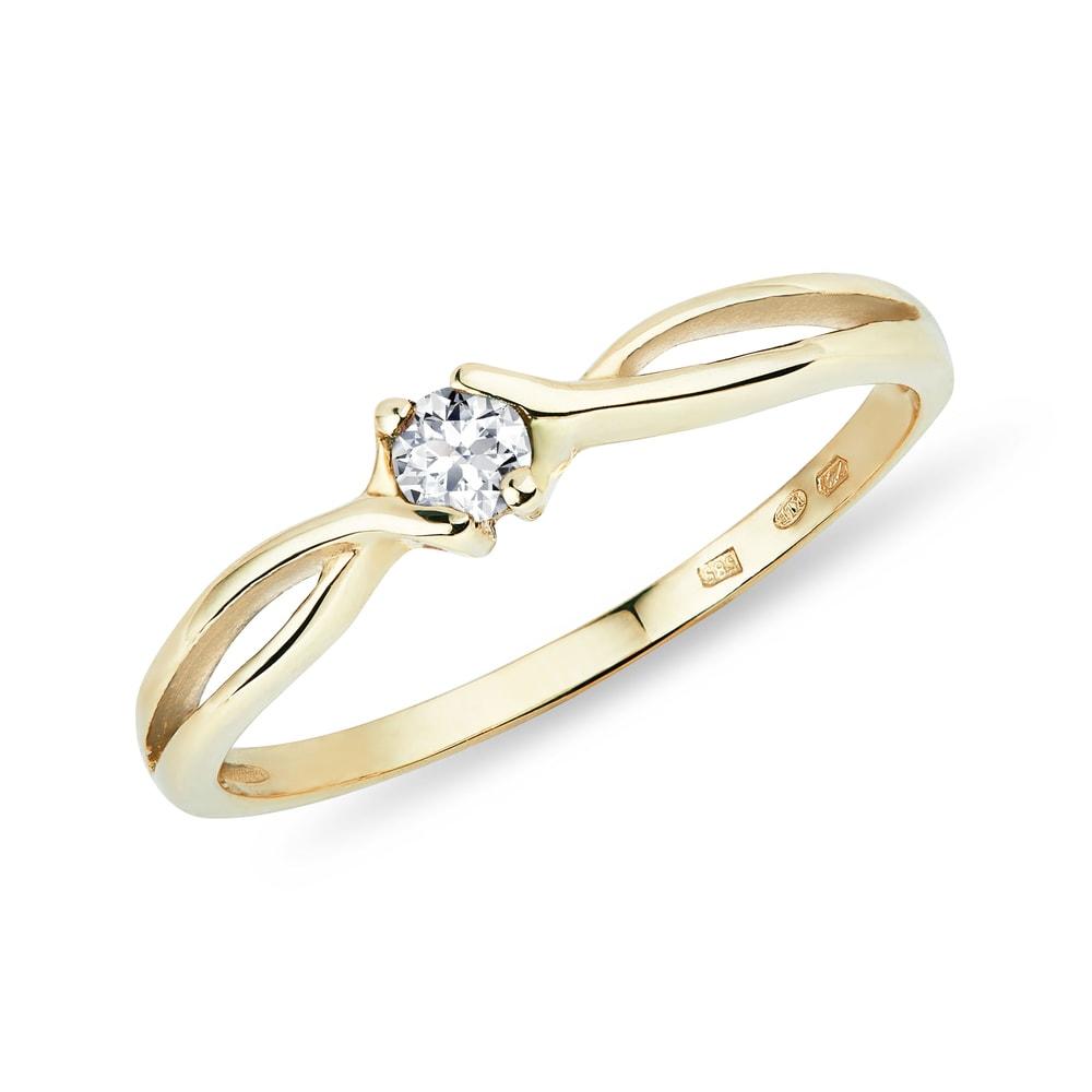 Jemný zlatý prsten s briliantem KLENOTA