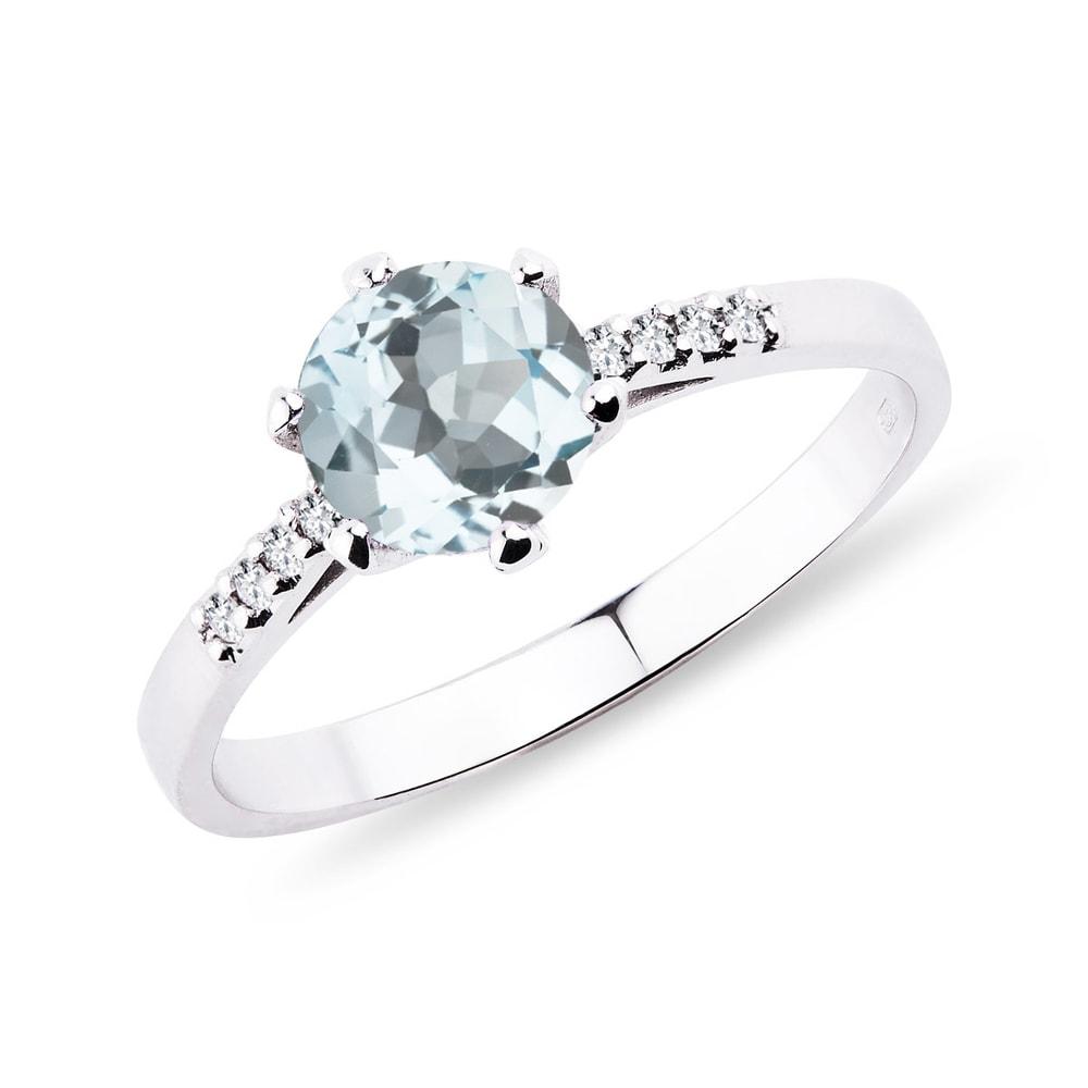 Levně Akvamarínový prsten s diamanty