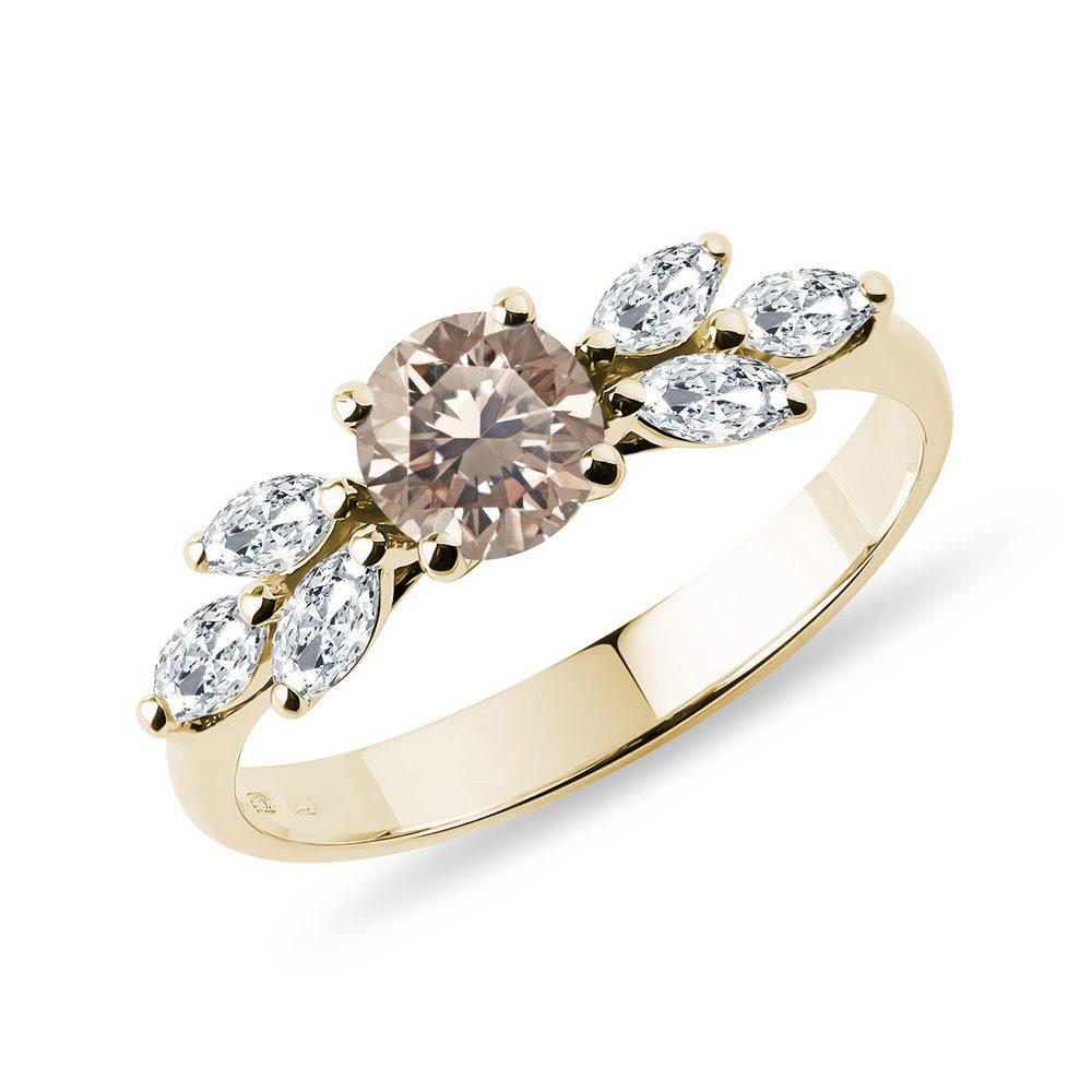 E-shop Úchvatný prsten s champagne diamantem ve žlutém 14k zlatě