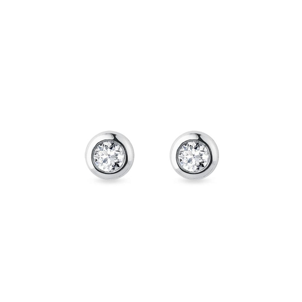 cdfb64205 Next. Zväčšiť obrázok. Diamantové bezel napichovačky z bieleho zlata; XMAS  Package. Minimalistické zlaté napichovacie náušnice zdobené guľatými  diamantmi ...