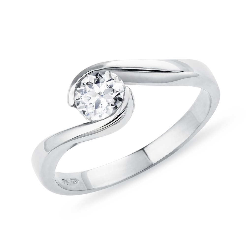 b9cc9c8e7 Originální prsten z bílého zlata s 0,5ct diamantem | KLENOTA