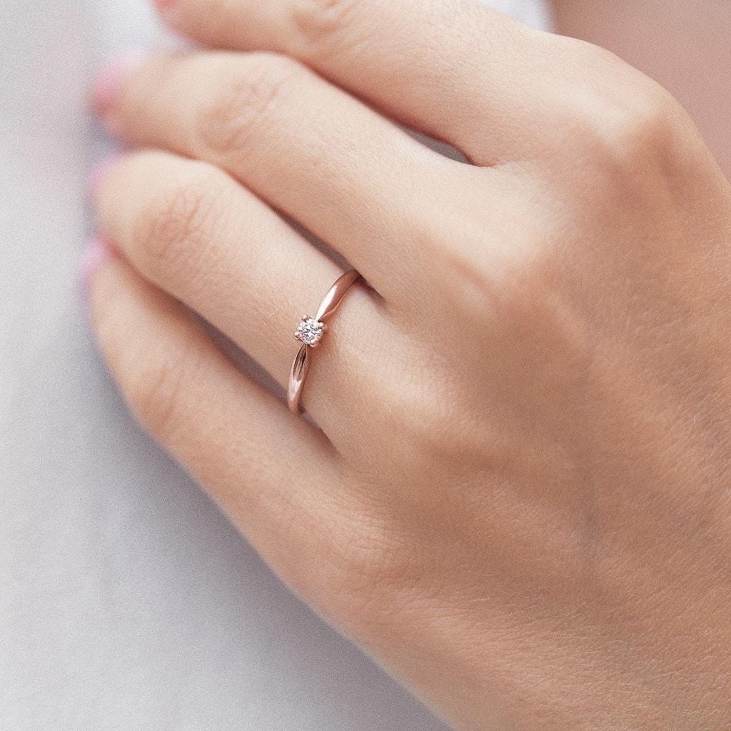 0eb97ea7a Zásnubný prsteň z ružového zlata s diamantom | KLENOTA