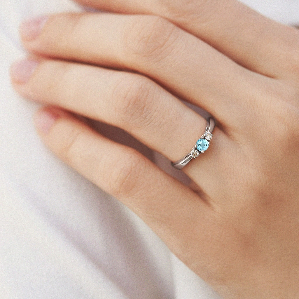 Aquamarine ring with diamonds in white gold | KLENOTA