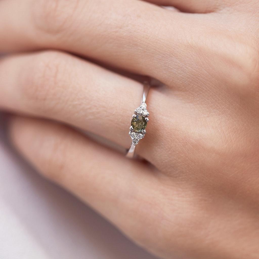 Moldavite and diamond ring in 14kt gold | KLENOTA