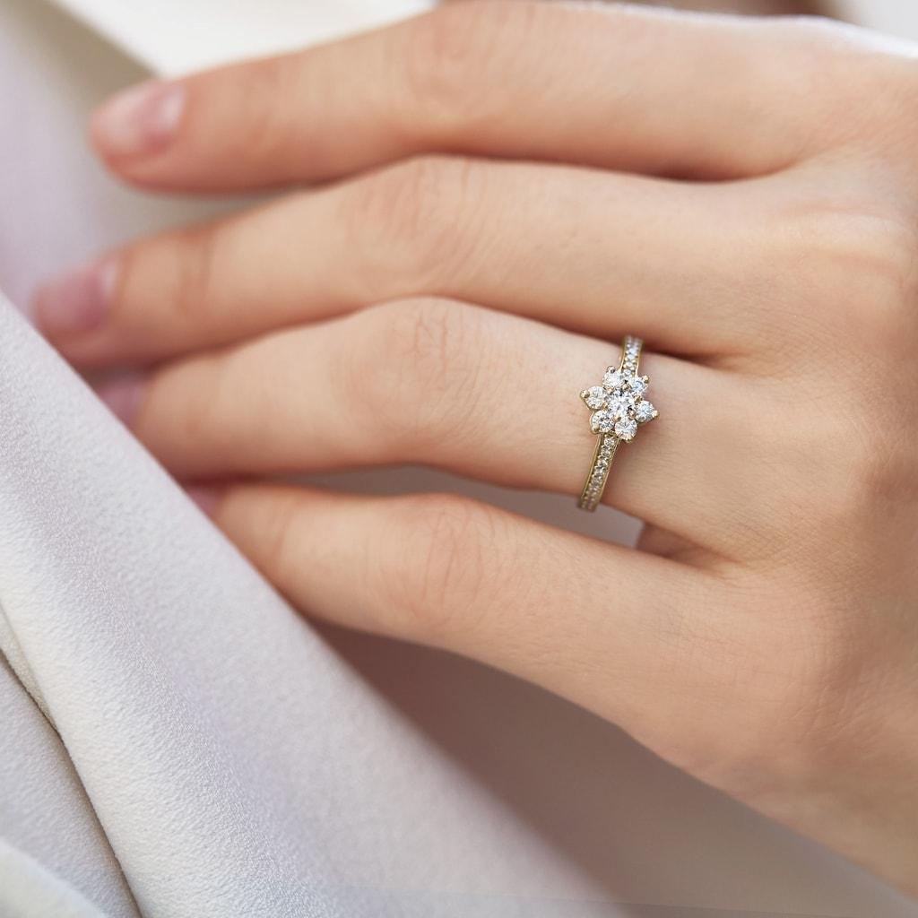bague diamant solitaire fleur