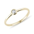 BEZEL DIAMOND RING IN YELLOW GOLD - DIAMOND RINGS{% if kategorie.adresa_nazvy[0] != zbozi.kategorie.nazev %} - RINGS{% endif %}