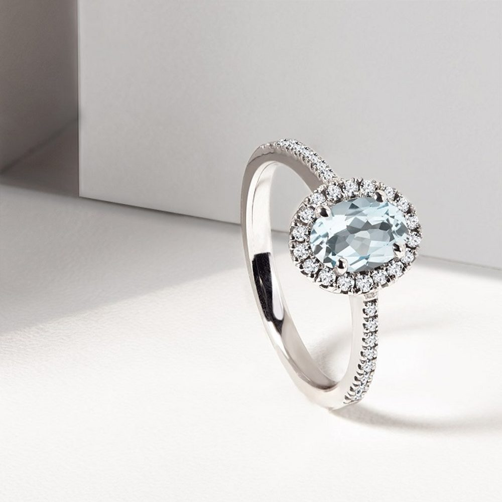 Aquamarine: a gemstone with the color of clear blue sea
