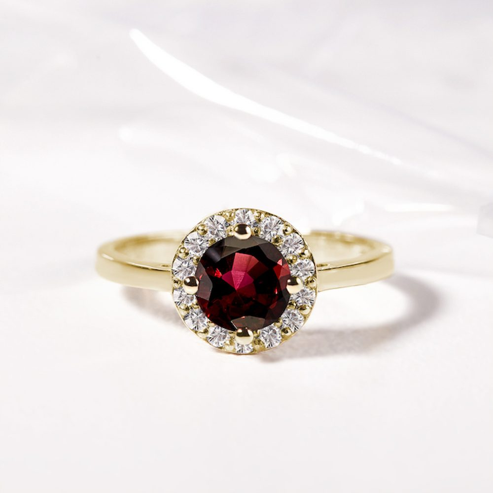 Garnet: a traditional Czech gemstone as well as a new discovery in jewellery