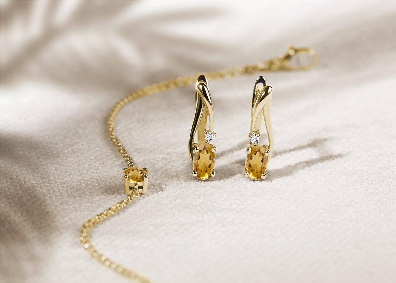 Citrine jewelry from 14k gold in yellow gold