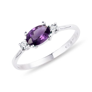 Amethyst ring with diamonds in white gold