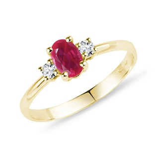 Bague en or jaune, rubis et diamants