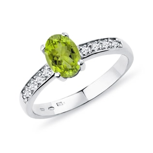 Olivin Ring mit Diamanten in Weißgold
