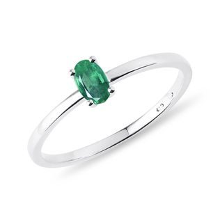 Minimalist emerald ring in white gold
