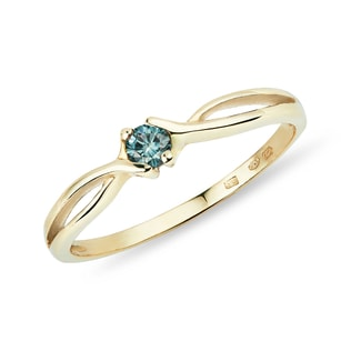 Blue diamond ring in yellow gold