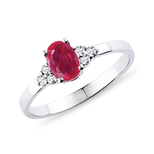 Ruby ring in white gold