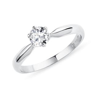 aaac4db87 Klasický zásnubní prstýnek v bílém zlatě s diamantem