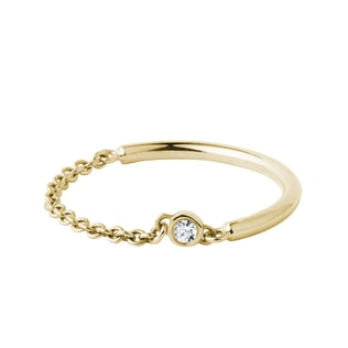 Diamond bezel chain ring in yellow gold