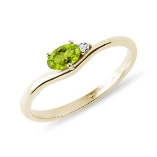 Oval peridot and diamond ring with in gold