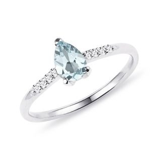 Aquamarine and diamond ring in white gold