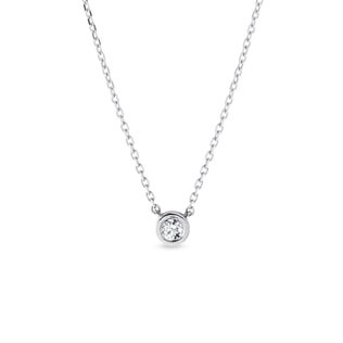 Necklace in white gold with a diamond