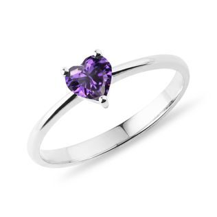 Heart-shaped amethyst ring in white gold