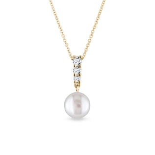 Pearl and diamond pendant in yellow gold