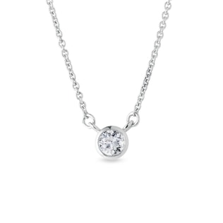 Collier avec diamants en or blanc