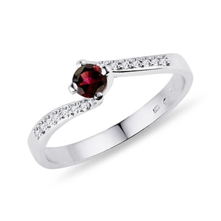 Diamond ring with garnet