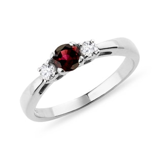 Garnet and diamond ring in white gold
