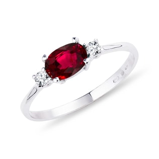Ring with ruby ​​and diamonds