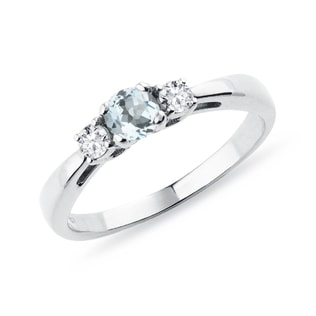 Bague en or blanc avec diamants et aigue-marine