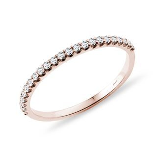 Delicate diamond wedding ring in rose gold