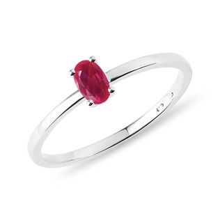 Minimalist ruby ​​ring in white gold