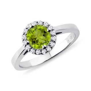 Peridot Ring mit Diamanten in Weißgold