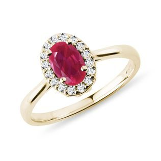 Oval ruby ​​and diamond ring in gold