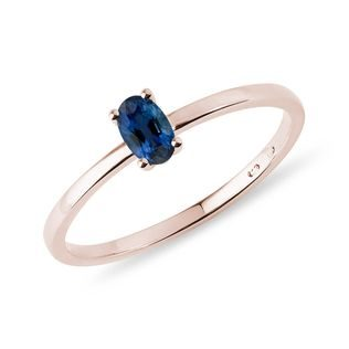 Minimalist sapphire ring in rose gold