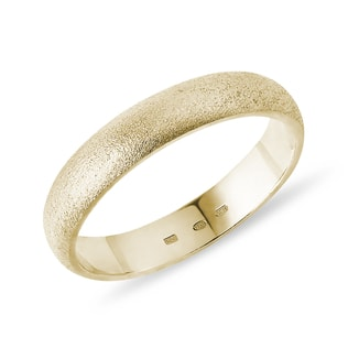 Men's ring in sandblasted yellow gold