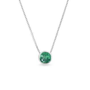 Gold necklace with an emerald