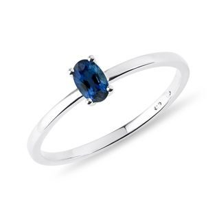 Minimalist sapphire ring in white gold