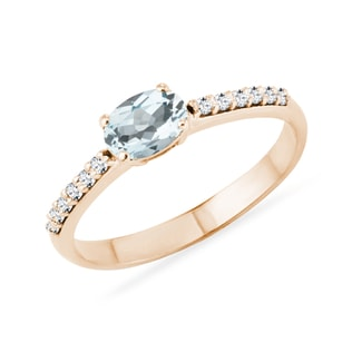Aquamrine and diamond ring in rose gold