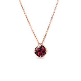 Collier en or rose avec rhodolite
