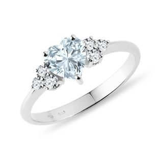 Heart shaped aquamarine in ring in white gold