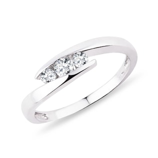Engagement ring with diamonds in silver