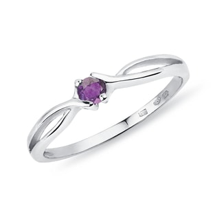 Amethyst ring in white gold