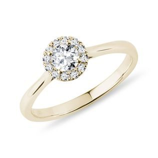 Engagement diamond ring in yellow gold