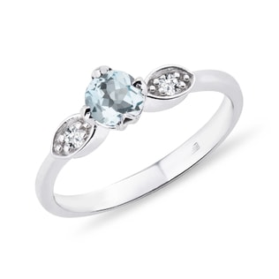 Ring made of white gold with aquamarine and diamonds