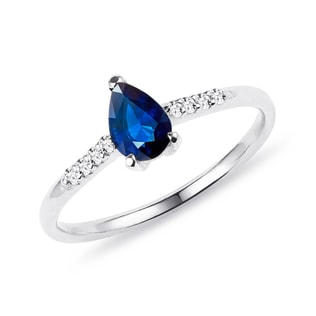 Ring made of white gold with sapphire and diamonds