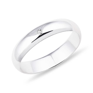 Wedding ring in white gold with a diamond