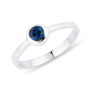 Sapphire ring white gold